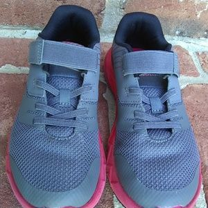 Boys Under Armour Primed 2 Sneakers Size 3 Youth